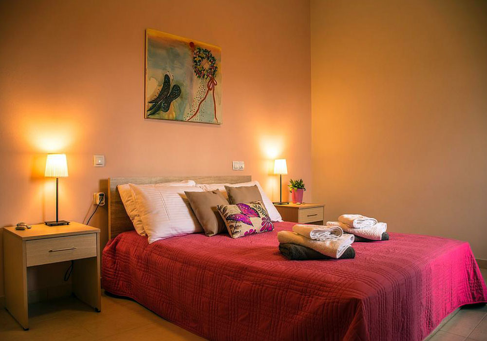 Aksos Suites - Double Bed spacious room